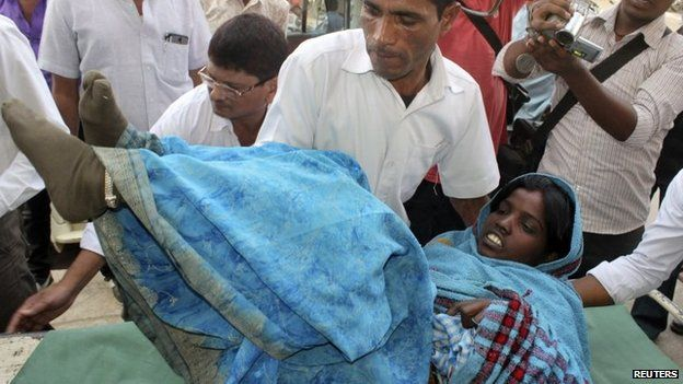 A woman who underwent sterilisation surgery at a government mass sterilisation camp is rushed to Chhattisgarh Institute of Medical Sciences (CIMS) hospital in Bilaspur, in the eastern Indian state of Chhattisgarh, 12 November 2014