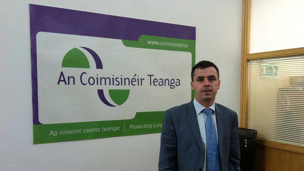 Rónán Ó Domhnaill, Comisiynydd yr iaith Wyddeleg