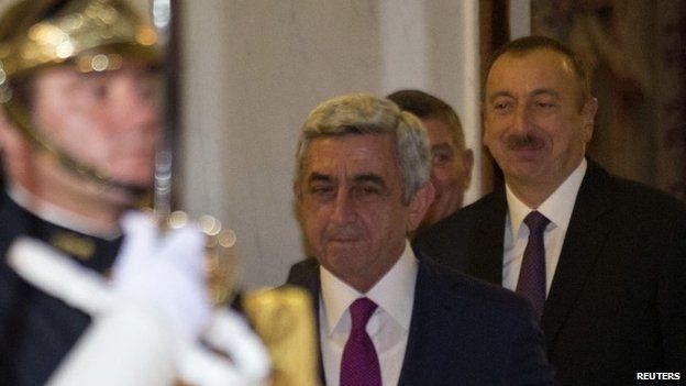 "Armenia""s President Serzh Sargsyan (c) and Azerbaijan""s President Ilham Aliyev (r)"
