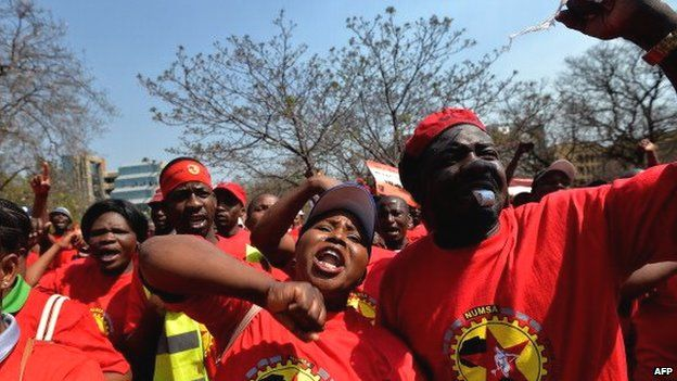 Numsa members striking in Johannesburg over wages - September 2013