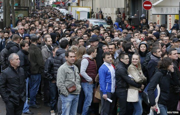 Thousands of Romanians in Paris (17 Nov)