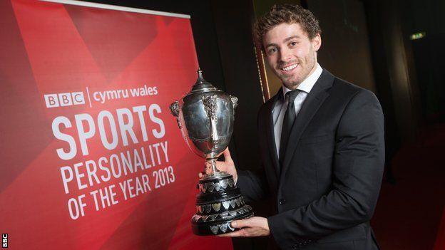 Enillydd Personoliaeth Chwaraeon y Flwyddyn BBC Cymru yn 2013 oedd Leigh Halfpenny