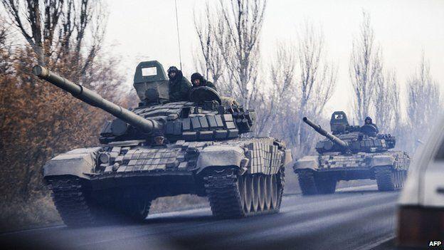 Unmarked tanks in Eastern Ukraine