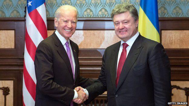 Petro Poroshenko (right) and US Vice President Joe Biden