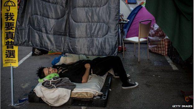 Protester sleeps on Argyle Street, Hong Kong (24 Nov 2014)