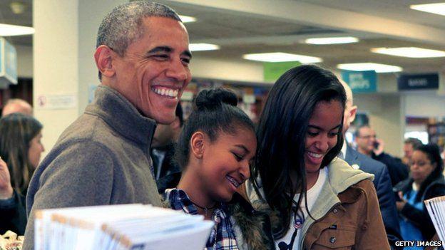 President Barack Obama and daughters Sasha (centre) and Malia (29 November 2014)