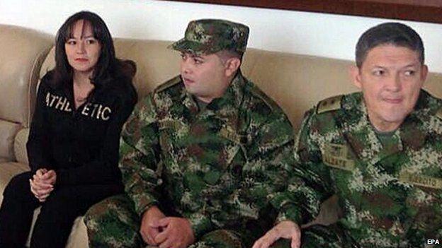Gen Alzate, Cpl Jorge Rodriguez and lawyer Gloria Urrego at military base near Medellin