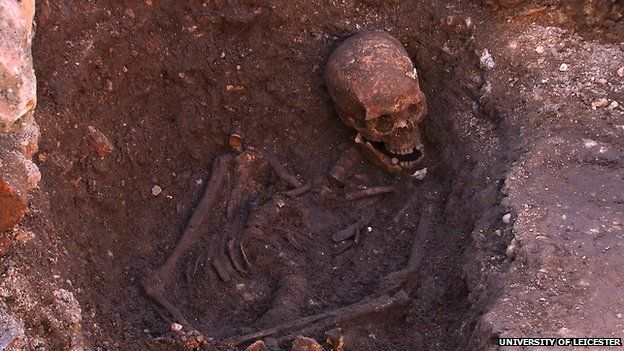 Skeleton 1 in grave