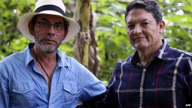 Handout picture released by the Farc guerrillas showing Farc commander Pastor Alape (left) and General Ruben Alzate after his released in Antioquia district, Colombia on 30 November 2014