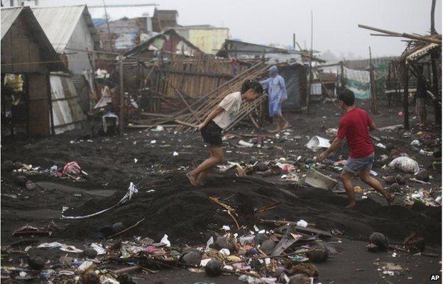 Residents clean a village near Legazpi, Philippines (8 Dec 2014)