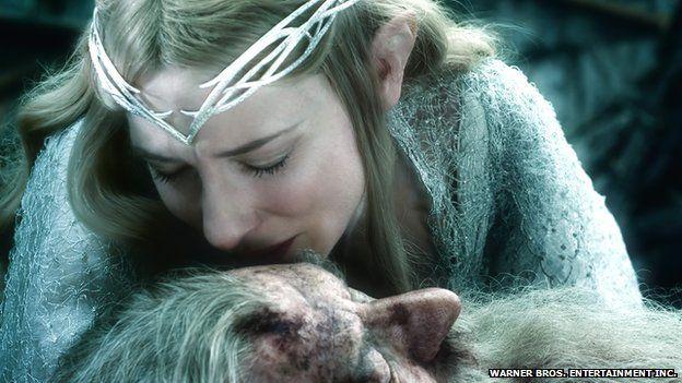 Cate Blanchett fel y frenhines