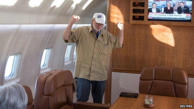 Alan Gross celebrates onboard a government plane headed back to the US with his wife, Judy Gross in this 17 December 2014 White House handout photo