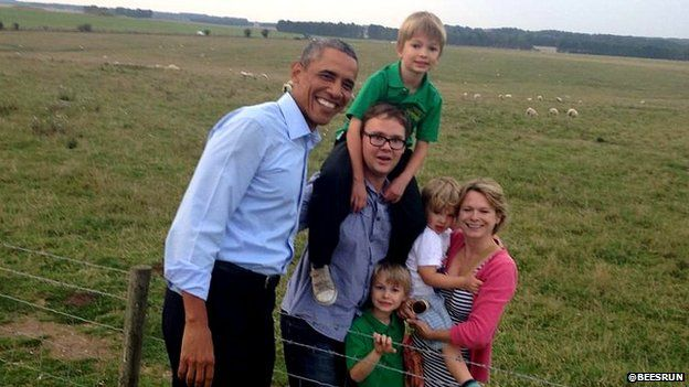 Obama poses with family at Stonehenge