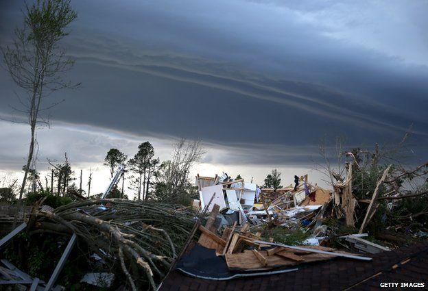 tornado aftermath in Mississippi
