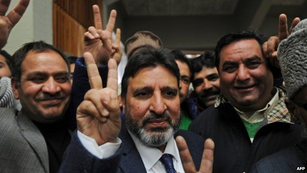 Peoples Democratic Party (PDP) candidate Altaf Bukhari (centre) celebrates in Srinagar after defeating BJP candidate Hina Bhat in the state assembly elections (23 December 2014)
