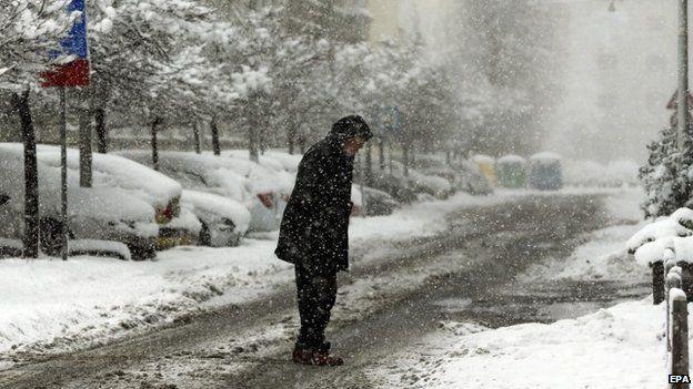 Heavy snow hits croatia