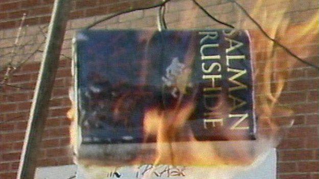 Protesters burn copies of Salman Rusdie