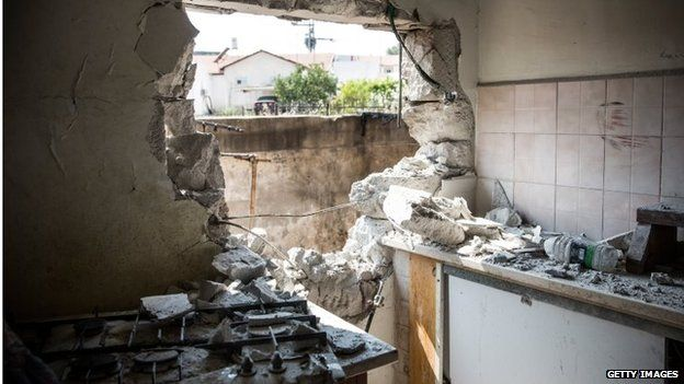 Damage allegedly caused by a Hamas rocket in Sderot, Israel (21/07/14)