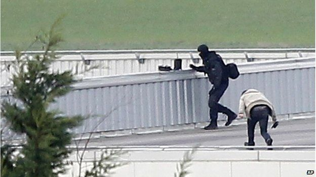 Police on the roof of a building in Dammartin-en-Goele, 9 January 2015
