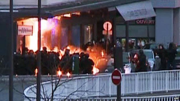 A screengrab taken from an AFP TV video shows members of the French police special forces launching the assault at a kosher grocery store in Porte de Vincennes, eastern Paris, on January 9, 2015