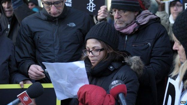 Ensaf Haidar addresses a rally in support of her husband, Raif Badawi, in Montreal, Canada (13 January 2015)