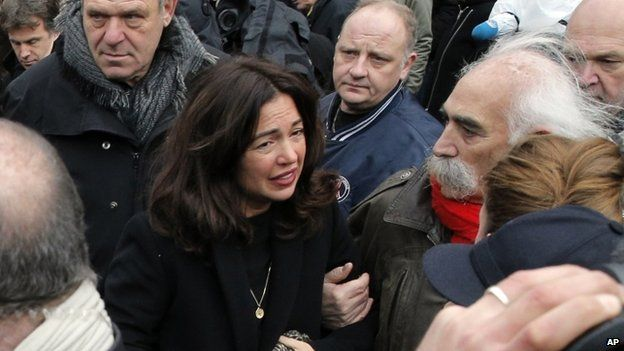 Elsa Wolinski arrives for her father's funeral - 15 January
