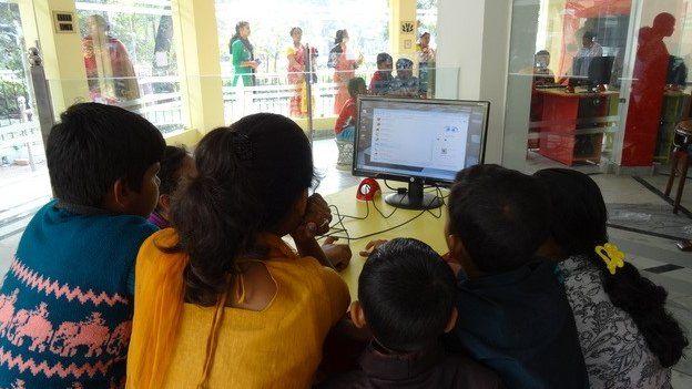 "Children using the internet in an Indian ""cloud school"""