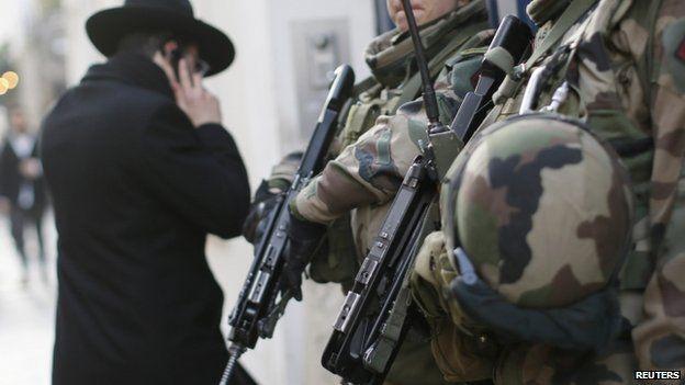 Soldiers patrolling Jewish neighbourhood in Paris