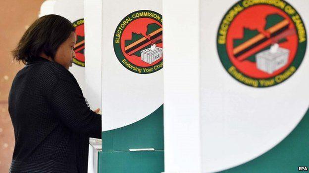 Zambian woman voting