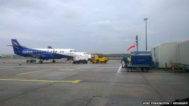 Plèana Eastern Airways aig Port-adhair Obar Dheathain.