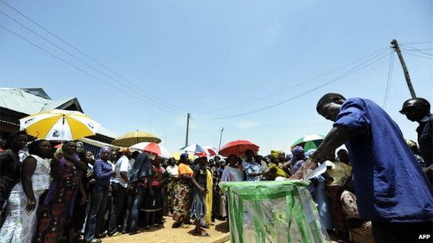 A Nigerian man casts his ballot as others wait for their turn on 26 April 2011 at a polling station in Jos