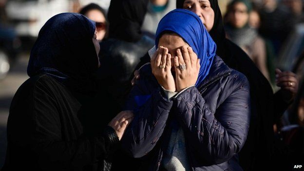 Relatives of the victims of Thursday's attacks in El-Arish at military airport where bodies were flown, 30 January 2015