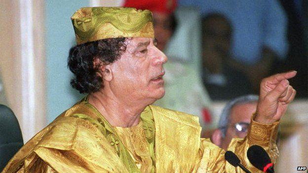 Libyan Leader Moamer Kadhafi gives a speech at the Jordanian Parliament in Amman 07 October 2000