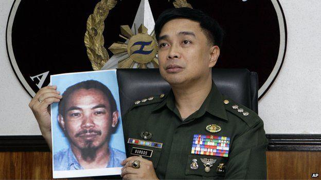 In a 2 Feb 2012 photo, then armed forced spokesman Col Marcelo Burgos shows a picture of Malaysian Zulkifli bin Hir