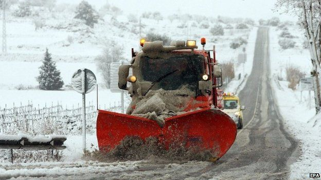 Seven roads in Catalonia closed due to heavy snow on 4 February 2015