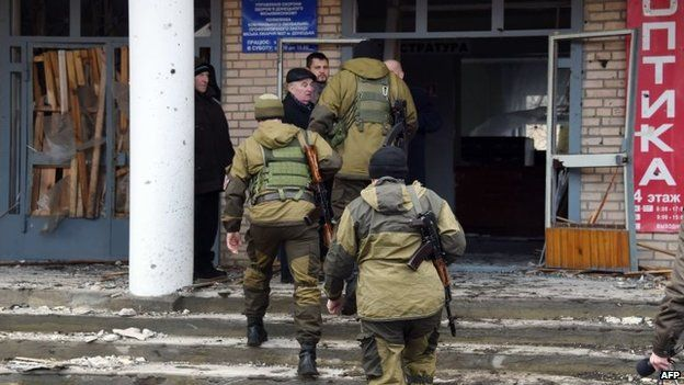 Pro-Russian rebels arrive at the hospital of Donetsk's Tekstilshik district after it was hit by shelling, 4 February 2015