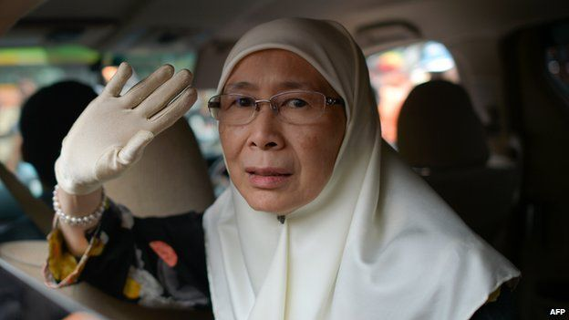 Wan Azizah, wife of Malaysian opposition leader Anwar Ibrahim, waves as she leaves the federal court after her husband's appeal on a sodomy conviction was rejected outside the federal court in Putrajaya, outside Kuala Lumpur on February 10, 2015.