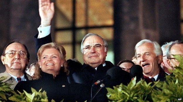 Richard von Weizsaecker (r) Chancellor Helmut Kohl (c) on the day of German unification, 3 October 1990
