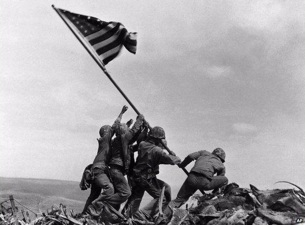 US marines raising the American flag on Iwo Jima