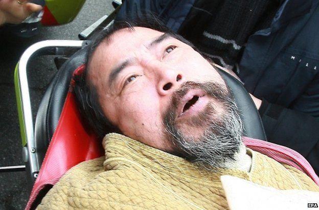 Suspected attacker Kim Ki-jong is taken to hospital in Seoul, 5 March