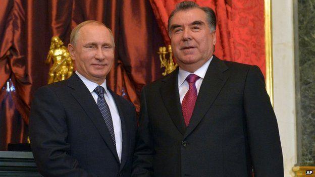 Russian President Vladimir Putin, left, shakes hands with his Tajik counterpart Emomali Rakhmon in Moscow(December 2014)