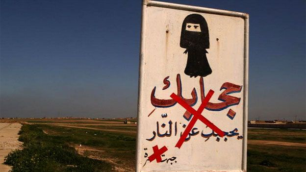 IS sign reminding women to wear the hijab