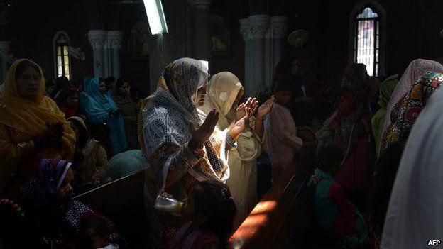 Pakistani Christians praying at Easter