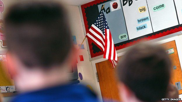 Students pledging allegiance to the US flag