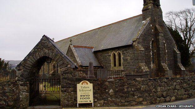 Eglwys Deiniol Sant, Llanuwchllyn