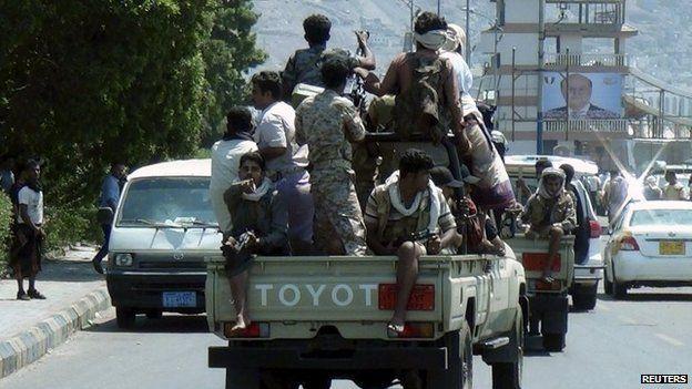 Militiamen loyal to President Hadi in Aden (25 March 2015)