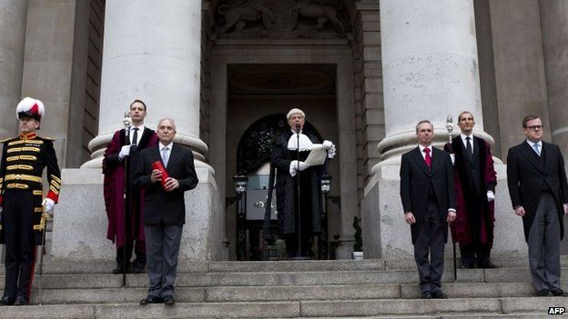 Colonel Geoffrey Godbold, the Common Cryer and Serjeant-at-Arms for the City of London, reads out the proclamation for the dissolution of Parliament