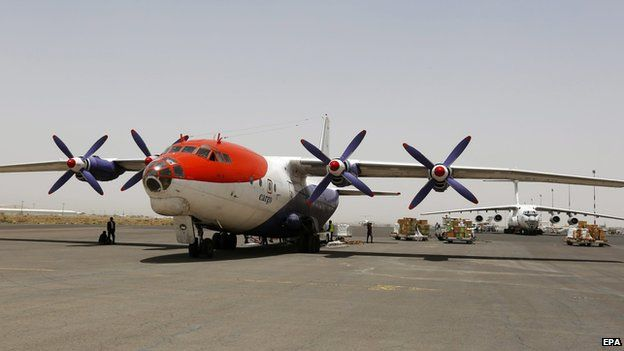 Planes carrying aid arrive in Sanaa on 10 April 2015