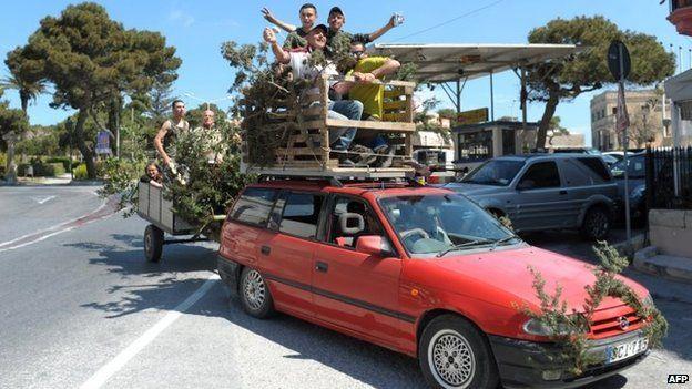 Maltese hunters celebrate the result of the referendum on hunting (12 April 2015)