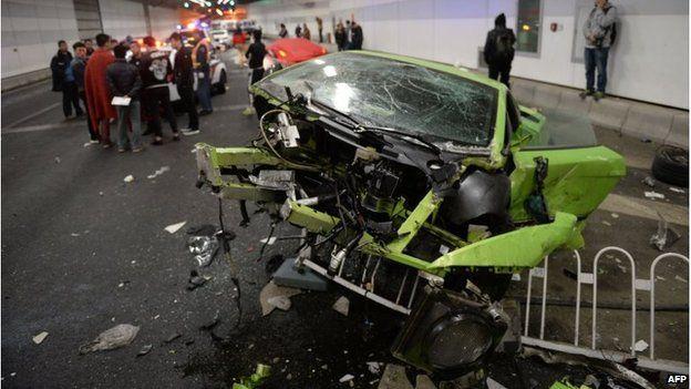 Damaged Lamborghini car and debris in a tunnel in Beijing (12 April 2015)